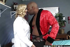 Dirty blonde doctor (Julia Ann) wants some  BBC in her ass - BRAZZERS