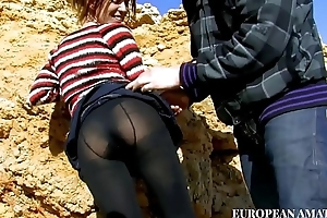 Meeting with a young girl on transmitted to beach, first a nice blowjob together with then I take her in my home together with I fuck her