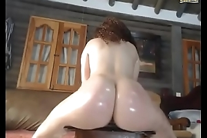 Twerking Makes Her squirt Pt1.