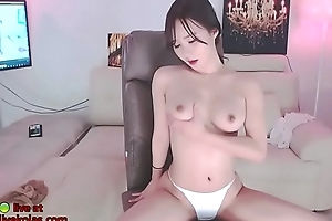 Korean babe masturbates in pantyhose