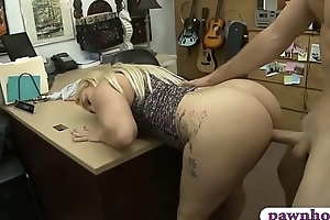 Bubble butt and fat boobs blond neonate nailed by pawn man