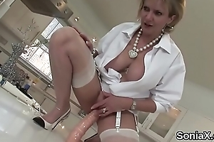 Cheating british mature lady sonia shows off her arrogantly tits