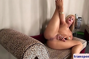 Bigbooty trans spreads her legs during solo