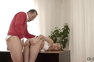 OLD4K. Beauty wanted to taste hard cock and old man couldn'_t say no