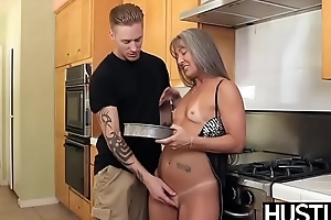 Mature slut Leilani swallows cock before kitchen dicking