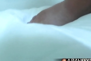 Asian Sex Diary - Filipina babe gets her pussy unshortened in hotel room