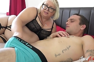 Fat mature bitch with pierced cunt blows younger panhandler