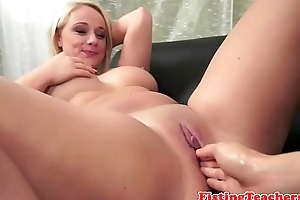 Bootylicious lez gets fistfucked